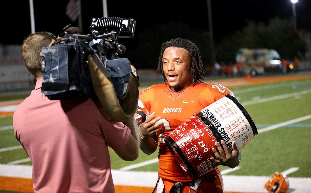 Football Defends Barrel In Thriller Against Edgewater Boonepubs