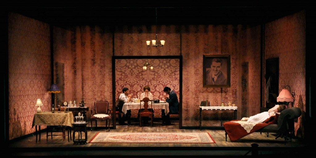 essay glass menagerie tom escape The glass menagerie essay by lauren bradshaw june 4, 2009 example essays in tennessee williams's play the glass menagerie, the characters' perspectives of.